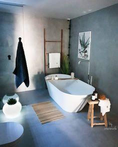 """62 likerklikk, 4 kommentarer – Deco Design AS (@decodesignas) på Instagram: """"@interiorwife har det nydeligste badet med #mikrosement Og så er hun så flink til å style det😊 VI…"""" Dere, Clawfoot Bathtub, Shower, Storage, Interior, Bathrooms, Blog, Architecture, Design"""
