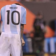 Argentina president aims to talk Lionel Messi out of national team exit