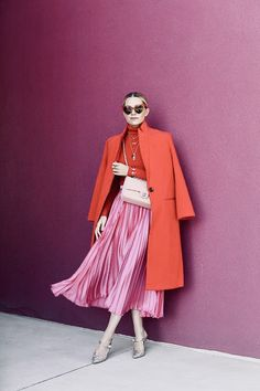 Charming color for an NYC meet and greet - Atlantic-Pacific 32 Classy Pleated Dress Outfit Ideas For Fall And Winter Season Color Blocking Outfits, Colourful Outfits, Colorful Fashion, Colorful Clothes, Mode Outfits, Fashion Outfits, Womens Fashion, Look Fashion, Autumn Fashion