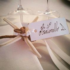 Segnaposto con stella marina! #trattidamore #wedding #coccarobeach #segnaposto #eventplanner #weddingdesigner #matrimonioinpuglia #trattidamorepremiere #masseriatorrecoccaro #corallo #white #apuliawedding #matrimonioinspiaggia #Italy #weddinginpuglia #weddingapulia #weddingday #Puglia