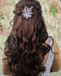 Bohemian Hair Accessories Goals That You Must Include In Your Intimate Wedding Trousseau! Party Hairstyles For Girls, Open Hairstyles, Bohemian Hairstyles, Braided Hairstyles For Wedding, Indian Hairstyles, Bride Hairstyles, Hairstyle Ideas, Hairstyle For Long Hair, Front Hair Styles