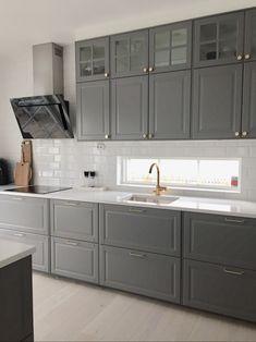 How to clean your kitchen credenza? Bodbyn Kitchen Grey, Kitchen Ikea, Black Kitchen Cabinets, Farmhouse Kitchen Cabinets, Kitchen Furniture, Kitchen Decor, Furniture Stores, Ikea Furniture, Furniture Online