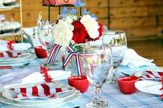 design cocktail: Fourth of July Tablescapes 4th Of July Desserts, Fourth Of July Food, 4th Of July Celebration, 4th Of July Party, July 4th, Picnic Decorations, 4th Of July Decorations, Table Setting Inspiration, Healthy Snacks For Adults