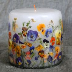 Handmade candles with real flowers sink-into them. Homemade Candles, Diy Candles, Pillar Candles, Candle Art, Candle Lanterns, Velas Diy, Vegan Candles, Natural Candles, Candlemaking