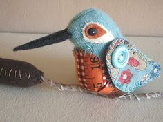 Pincushion hummingbird ~ inspiration only, very sweet, love the measuring tape tummy. Sewing Blogs, Sewing Crafts, Sewing Projects, Bird Crafts, Felt Crafts, Fabric Birds, Fabric Art, Needle Book, Needle Felting
