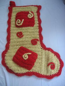 Extra Pocket Christmas Stocking - free crochet pattern. I would use different colors and embellishments, but I love the pattern!