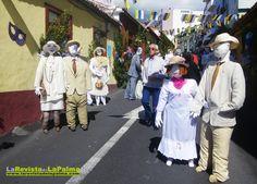 """Los Mayos en la FIESTA DE LA CRUZ DE MAYO. La Palma - Tradicionales """"muñecos"""" caracterizados que acompañan al enrame de las cruces ..."""
