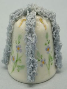 Irish Dresden thimble. Porcelana, puntilla y pintado a mano. Irlanda. Thimble-Dedal-Fingerhut.