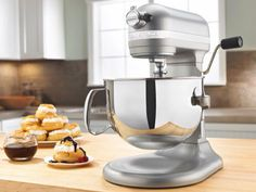 Just purchased this kitchenaid 600 pro mixer! It's great,has so many attachments you can get to go with it!!