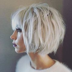 Fall is here and the weather is getting cooler which means it is time to change our summer hair for something a little more appropriate for fall. This change Bob Hairstyles For Thick, Short Bob Haircuts, Hairstyles For Round Faces, Hairstyles With Bangs, Summer Hairstyles, Celebrity Hairstyles, Wedding Hairstyles, Icy Blonde, Blonde Bobs