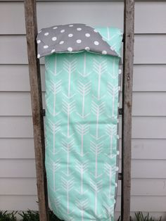 Mint arrow cot quilt with grey dot on reverse side. Measures 105cm x 90cm. Made with 100% cotton filled with a quilt insert. Perfect size for a play mat too!Washing instructions: Cold gentle machine wash. Do not tumble dry.