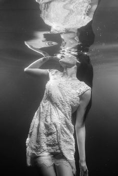 Under water photography woman.