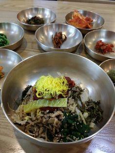 해운대 진주냉면의 진주비빔밥. 밥보다 올려진 나물이 더 많아 보인다  #food #lunch