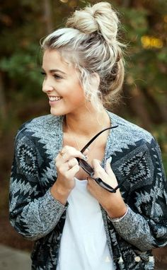 Best Outfit Ideas - How To Wear A Scarf For Any Season Best Outfit Ideas - How To Wear A Scarf For Any Season - barefoot blonde top knot tutorial via Cara Loren Shop CL Baseball T-Shirt ex model with silver gray hair Winter Hairstyles, Older Women Hairstyles, Afro Hairstyles, Hairstyles With Bangs, Wedding Hairstyles, Glamorous Hairstyles, Hot Haircuts, Wedge Hairstyles, Toddler Hairstyles