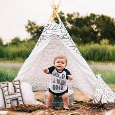 « WILD AND ONE » KID'S RAGLAN TEE. Graphic birthday baby tee, first birthday outfit, cake smash photos, baby boy birthday.