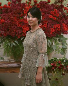 Sewing blouse diy neckline 39 Ideas for 2019 Kebaya Muslim, Kebaya Modern Hijab, Dress Brokat Modern, Model Kebaya Modern, Kebaya Hijab, Kebaya Brokat, Kebaya Lace, Batik Kebaya, Kebaya Dress