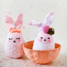 Make these super-cute bunnies for Easter from baby socks! Full step-by-step tutorial with photos. Adorable!