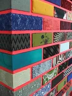 Inspiration- patterns - coloured wall Jim Lambie Exhibit - Gallery of Modern Art, Glasgow Jim Lambie, Deco Cafe, Instalation Art, Brick Art, Gallery Of Modern Art, Art Gallery, Wall Murals, Wall Art, Diy Wall