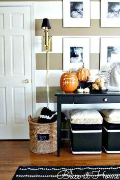 Fall entry way ideas Fete Halloween, Spooky Halloween Decorations, Halloween House, Halloween Ideas, Halloween Magic, Haunted Halloween, Happy Halloween, Autumn Inspiration, Home Decor Inspiration