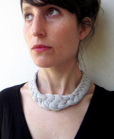 VENTA el collar nudo hecho a mano en tela de por birdienumnumshop