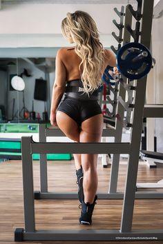 Carine Felizardo faz ensaio sensual para Sports Mag 02