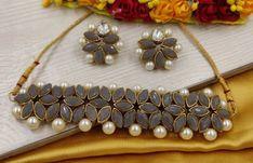 Antique Jewellery Designs, Fancy Jewellery, Stylish Jewelry, Bridal Jewelry Vintage, Bridal Jewelry Sets, Ankle Jewelry, Flower Choker, Indian Jewelry Sets, Jewelry Design Earrings