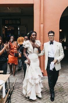 Uma brass band e um vestido de folhos: Bridgette + Saul em New Orleans Smoking Vintage, Wedding Looks, Perfect Wedding, Dream Wedding, Wedding Day, Wedding Reception, Bling Wedding, Boho Wedding, Wedding Flowers