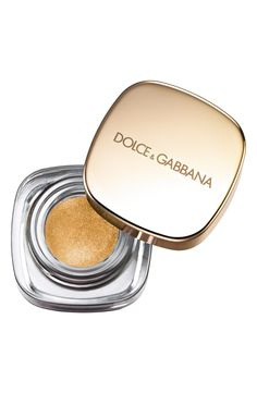 Perfect Mono, the first cream eye color by Dolce&Gabbana, brings up to 12 hours of intense, velvety color.