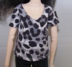 Pullip clothes - black and white spotted t-shirt by FabriMagoDolls on Etsy