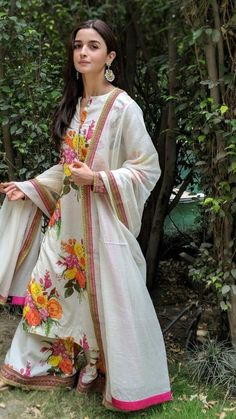 Shop for Indian Lehenga, Dupattas, Sarees, Skirts and Suits. Indian dresses for every occasion. Indian Suits, Indian Attire, Indian Ethnic Wear, Kurta Designs, Dress Indian Style, Indian Dresses, Party Kleidung, How To Wear Leggings, Indian Designer Outfits