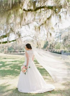 Lace wedding dress and flowing veil | Rach Loves Troy