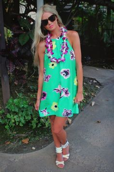 What To Wear To A Luau Party: 40 Hawaiian Outfits - Stylishwife Tropical Party Outfit, Hawaiian Party Outfit, Luau Party Dress, Hawaiian Luau Party, Hawiian Outfit, Hawaiian Hair, Hawaiian Dresses, Hawaiian Theme, Luau Outfits