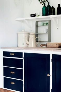 Green Kitchen: Designs, Models and Photos with Color! - Home Fashion Trend Kitchen Cabinets Decor, Blue Cabinets, Farmhouse Kitchen Cabinets, Farmhouse Style Kitchen, Modern Farmhouse Kitchens, Kitchen Cabinet Design, Wooden Kitchen, Painting Kitchen Cabinets, Knoxhult Ikea