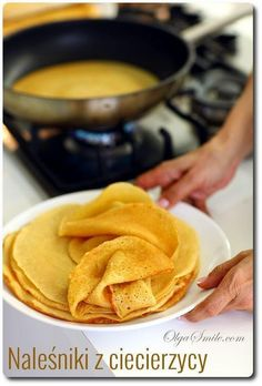 Vegan savoury pancakes to use with fillings. Kitchen Recipes, Raw Food Recipes, Cooking Recipes, Crepes, Polish Recipes, Yummy Snacks, Love Food, Holiday Recipes, Breakfast Recipes