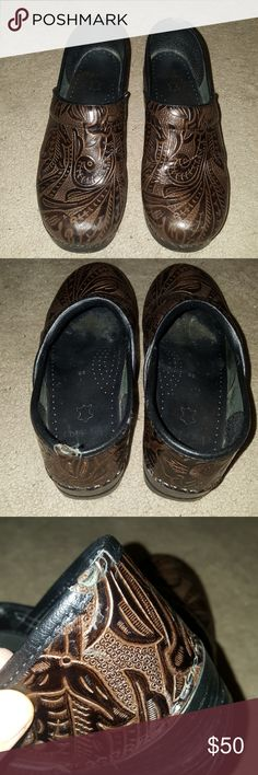 Brown patterned Dansko shoes Brown pattern Dansko shoes. Normal wear in good condition. One place at back of left heel to note so please see pic. Other than that good condition. Make offer Dansko Shoes Mules & Clogs