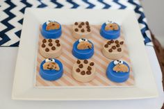 Cookie Monster themed birthday party Full of REALLY CUTE IDEAS via Kara's Party Ideas! full of decorating ideas, cakes, decor, desserts, cup. Monster Cake Pops, Cookie Monster Cupcakes, Sweet Cookies, Cute Cookies, Monster Baby Showers, Chocolate Dipped Oreos, Chocolate Strawberries, Chocolate Desserts, Monster Birthday Parties