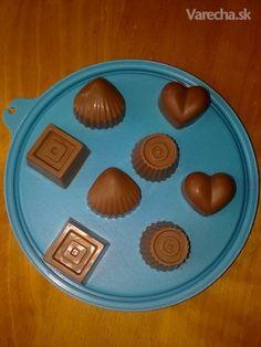 milujem ľadovú čokoládu a kedže po sviatkoch ostáva stále vela čoko zajacov a mikulášov,  tak som skúsila a je výborná Ds, Cakes, Chocolate, Chocolate Candies, Schokolade, Pastries, Torte, Chocolates, Cookies