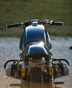 """oldschoolbikes: """" dropmoto: """"@niftyjon proving why it's better from behind . Great shot of Jon's BMW airhead – thanks for sharing! #dropmoto #bmw #vintagemotorcycle #builtnotbought #airhead """" The best old school bikes are HERE """""""