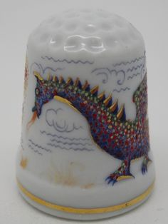 Rusia, porcelana pintada a mano, Asociación Etude: Galina Gorbaneva. Dragons. Thimble-Dedal-Fingerhut.