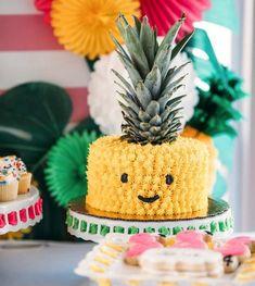🍍🍍Bolo Abacaxi c/ sua própria Coroa👑 via @karaspartyideas . Inspire-se e Faça a sua festa 💜