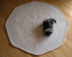 Rag Rug: Finally a good pattern as well as instructions for the fabric yarn.