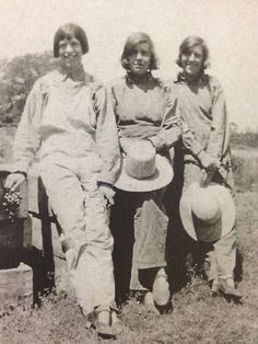 My great-great-aunts on the farm. #shorthair #flapper