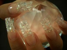 i hate square nails especially this long, but i love the design at the top, it's like the inside of a diamond. :O hahaha