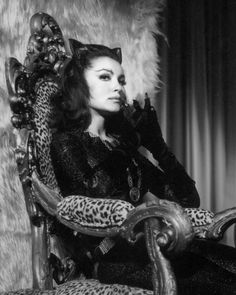 Julie Newmar sits in her throne as Catwoman. My second favorite Catwoman. Catwoman Cosplay, Cosplay Gatúbela, Julie Newmar, Lee Meriwether, Camren Bicondova, Michelle Pfeiffer, Original Catwoman, Super Heroine, Photo Star