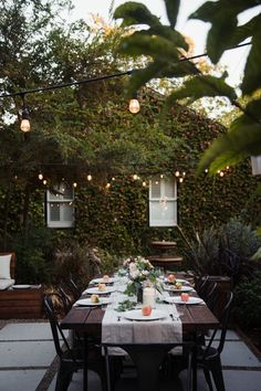 Outdoor Entertaining: Friendsgiving Dinner in the Back Yard Patio Interior, Home Interior, Interior And Exterior, Thanksgiving This Year, Hosting Thanksgiving, Outdoor Dining, Outdoor Spaces, Outdoor Entertaining, Home Design