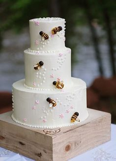 Honey (Bees) themed wedding cake. I like this idea best for winnie the pooh topper on top. Simple and elegant!