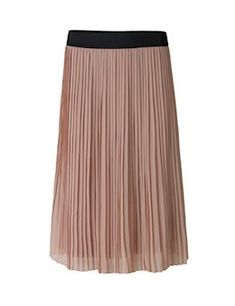 Elara skirt. Cute skirt with a wide elastic band in the waist. The skirt stops just below the knees. Elara can be styled with a simple top and a leather jacket for a casual look.