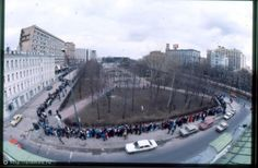 Queue in Moscow for the first McDonald's. Mcdonalds, Moscow, Russia, History, People, Travel, Change, Blog, Vintage