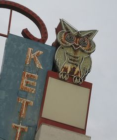 Neon owl. [Even with its lights out, this is a superior neon sign.]
