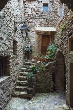 The narrow street in the picturesque village - Baustil Beautiful World, Beautiful Places, Beautiful Streets, Stone Houses, Stone Cottages, Old Buildings, Beautiful Buildings, Beautiful Landscapes, Windows And Doors